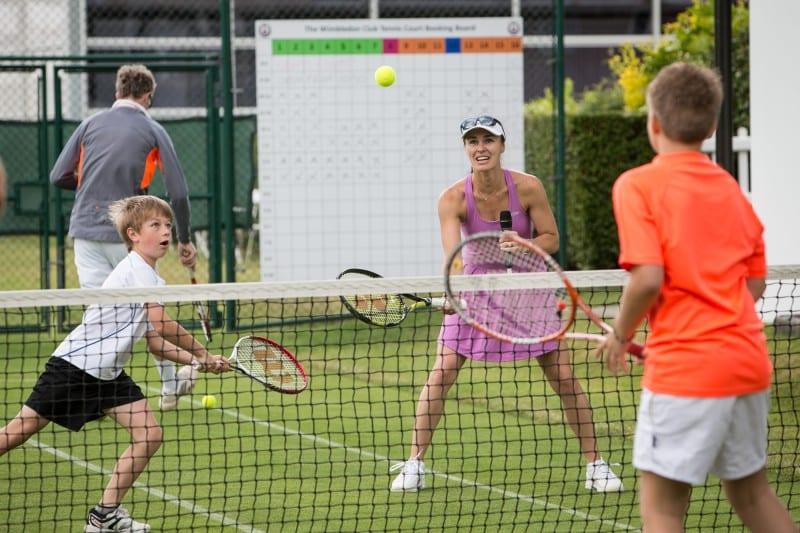 martina hingis playing tennis