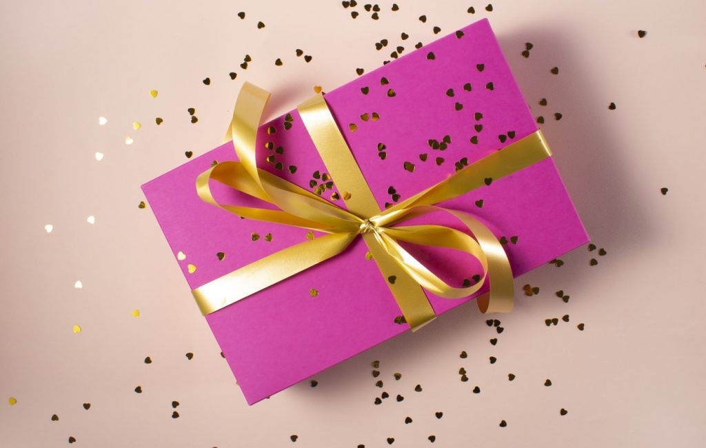 Chairos watches: A pretty purple gift box with golden glitters